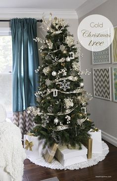 DIY Gold Christmas tree on iheartnaptime.com #Christmas #decor