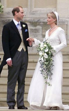 Royal brides: The fairytale wedding dresses worn by real-life princesses - Sophia Rhys-Jones marries Prince Edward of Great Britain Royal Brides, Royal Weddings, Real Life Princesses, Lady Louise Windsor, English Royal Family, Cathedral Length Veil, Elisabeth Ii, Famous Couples, British Monarchy