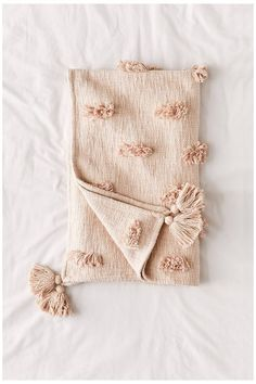 Diy Throw Blankets, Boho Throw Blanket, Boho Throw Pillows, Tapetes Diy, Bed Throws, Lumbar Pillow, Blush Throw Pillow, Linen Bedding, Boho Bedding