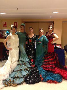 Las bailaoras Pilar Astola, Lalo Tejada, Luisa Palicio, Milagros Menjíbar y la cantante Erika Leyva con batas de cola de Lina.