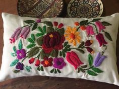 Almohadón Bohemio Multicolor - comprar online Cushion Embroidery, Embroidery Needles, Crewel Embroidery, Weaving, Cushions, Textiles, Throw Pillows, Quilts, Bed