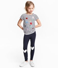 Dark blue/hearts. Leggings in jersey with a printed design and an elasticized waistband.
