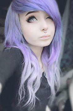 """Ela emo Ele dono do morro Ela se corta Ele é """"cortado"""" Ela é linda mas nao mostra seu rosto Ele é lindo e mostra pro morro inteiro Purple Burgundy Hair, Purple Wig, Lilac Hair, Purple Ombre, Gray Hair, Ombre Hair, Pastel Purple, Pastel Goth, Dark Purple"""