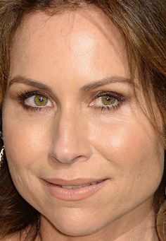Close-up of Minnie Driver at the 2017 Vanity Fair Oscar party.
