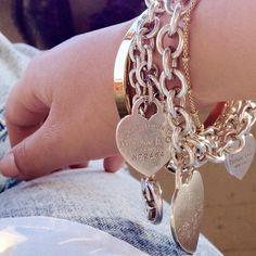 Tiffany OFF! bracciali-tiffany-and-co-cuore-round-medio-grande-argento-oro Tiffany And Co Jewelry, Tiffany And Co Bracelet, Azul Tiffany, Tiffany Blue, Cute Jewelry, Jewelry Accessories, Unique Jewelry, Pandora Jewelry, Luxury Jewelry