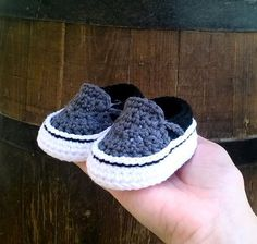 oOo___ Instant Download Pattern___oOo This listing is for a PDF crochet pattern only and not the finished ítem. Pattern available in ENGLISH and SPANISH . Once you have completed checkout you can download the files for both languages. This pattern is written in American terminology. You will receive elaborated written PDF file with the instructions for crocheting this original baby sneakers which remind us the modern Vans sneakers. It is a step by step tutorial with more than 50 photos an...
