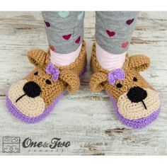 Teddy Bear Booties - Child Sizes pattern by Carolina Guzman Ravelry: Teddy Bear Booties - Child Sizes crochet pattern by Carolina Guzman Crochet Baby Clothes, Crochet Baby Shoes, Love Crochet, Crochet For Kids, Knit Crochet, Crochet Teddy, Crochet Boots, Knitted Slippers, Men's Slippers