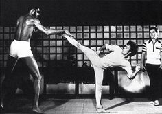 Bruce and Kareem Abdul Jabbar, Game of Death Eminem, Bruce Lee Abs, Brice Lee, Bruce Lee Pictures, Bruce Lee Martial Arts, Game Of Death, Bruce Lee Quotes, Martial Arts Styles, Bob Marley Quotes