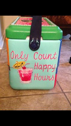 Glacière de plage - Projects to Try - Makeup Ideen Sorority Canvas, Sorority Paddles, Sorority Crafts, Sorority Recruitment, Fraternity Coolers, Frat Coolers, Beach Fun, Beach Cooler, Diy Cooler