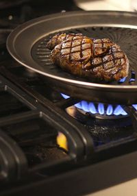 Stovetop Grill: Beyond Limits Gray Iceberg Stove Top Grill, Grill Pan, Unique Gadgets, Batch Cooking, Kitchen Gadgets, Kitchen Stuff, Healthy Choices, Great Recipes, Grilling