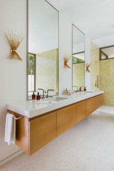 Bathroom decor for the master bathroom remodel. Discover bathroom organization, bathroom decor ideas, bathroom tile some ideas, master bathroom paint colors, and much more. Mid Century Modern Bathroom, Modern Master Bathroom, Modern Bathroom Design, Small Bathroom, Master Bathrooms, Minimal Bathroom, Modern Bathrooms, Bathroom Wall, Master Baths