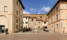 Sansepolcro - Centro storico. Mansions, House Styles, Home Decor, Decoration Home, Room Decor, Fancy Houses, Mansion, Manor Houses, Mansion Houses