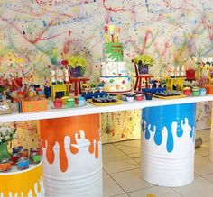 Could make a sheet as the back drop and throw paint on it. Artist Birthday Party, Birthday Painting, 6th Birthday Parties, Art Themed Party, Art Party, Party Activities, Bunt, Diy, Inspiration