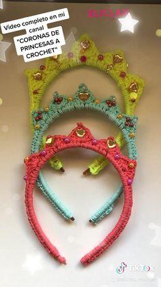 Paso a paso completo en mi canal #crochet #crocheting #crochetprincess #coronas #handmade Crochet Flower Tutorial, Crochet Headband Pattern, Crochet Flowers, Crochet Square Patterns, Crochet Designs, Crochet Stitches, Love Crochet, Crochet Gifts, Crochet Hair Clips