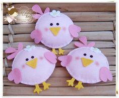 Cute little felt springtime birds! Felt Diy, Felt Crafts, Easter Crafts, Fabric Crafts, Diy And Crafts, Crafts For Kids, Felt Christmas Ornaments, Christmas Crafts, Diy Ostern