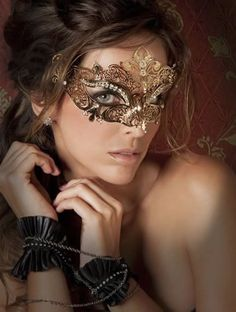 perfeita para o baile de máscara