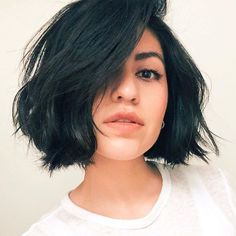 Dreamy Bob ✂️ Ideal shape for thick coarse hair Brunette Bob Haircut, Bob Haircut For Girls, Wavy Bob Haircuts, Bob Haircuts For Women, Short Hairstyles For Women, Straight Haircuts, Haircut Bob, Natural Wavy Hair, Short Curly Hair