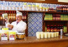 "Turquia.com-Estambul en diciembreTomar ""Boza"" en un café típico del barrio..."