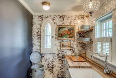 Entire home/apt in Franklin, United States. A truly stunning historic cottage by White's Mercantile Room and Board! This is the only nightly rental available in the heart of Leiper's Fork village, walk to everything! Built in 1892 for the Carl Sweeney family, these walls and rooms are brimm...