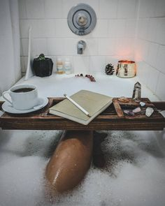 "3,185 mentions J'aime, 49 commentaires - Audrie Storme (@audriestorme) sur Instagram : ""Crystal healing baths, strong tea & organized thoughts for this month ✨✍ // @urbanoutfitters…"""