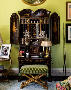 Mario Buatta living room. photo by Trevor Tondro for The New York Times