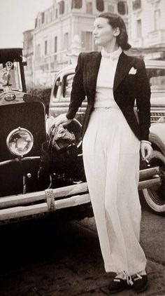 Vintage Fashion Chanel in Cannes, 1939 white pant trouser blazer street photo couture fashion style - Vintage Glamour, Vintage Chanel, 1930s Fashion, Look Fashion, Retro Fashion, Vintage Fashion, Fashion Design, Edwardian Fashion, Gothic Fashion