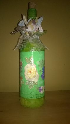 botella verde rosas
