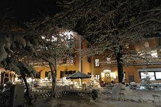 Haben Sie Ihre Weihnachtsfeier mit Ihren Kollegen, den Sportskameraden aus dem Verein und Ihren Freunden schon geplant? Wenn nicht, dann sind Sie in diesem zauberhaften Restaurant in München Süd genau richtig. Denn hier wurden extra für Sie traumhafte Weihnachtspäckchen für Ihre Weihnachtsfeier in München geschnürt. Festliche Genüsse für eine festliche Feier und ein stimmungsvolles Ambiente im Waldgashof Buchenhain.