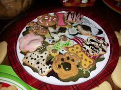 Fund raising ideas for dog rescue groups - Alaska Dog and Puppy Rescue made these beautiful dog treats decorated with #FidosFrosting