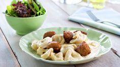 Meat balls with pasta Pasta Recipes, Dinner Recipes, Creme, Potato Salad, Potatoes, Tasty, Cooking, Ethnic Recipes, Desserts
