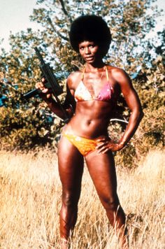 1973 - GLORIA HENDRY - ENTERTAINMENT - First African-American woman to play a 'Bond Girl' (LIVE AND LET DIE). --- (Courtesy of Everettt Coll...