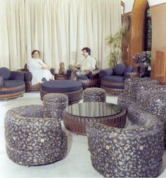 Creative and Cool Ways To Reuse Old Tires. When one can make cool furniture out of these old tires then why disposing them off! Tire Furniture, Recycled Furniture, Cool Furniture, Outdoor Furniture Sets, Modern Furniture, Furniture Design, Reuse Old Tires, Recycled Tires, Reuse Recycle