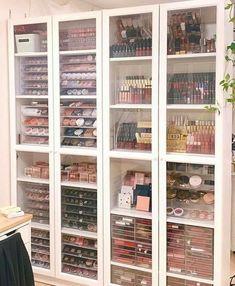 Makeup Studio Decor, Makeup Room Decor, Makeup Rooms, Makeup Beauty Room, Beauty Room Decor, Makeup Salon, Diy Makeup, Sala Glam, Schönheitssalon Design