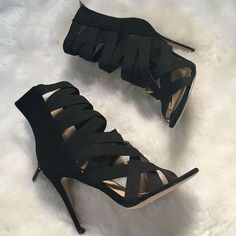 Black strapped shoes, latest shoes trends, new collection.
