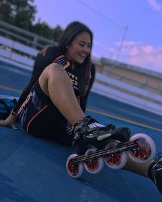 Happiness is having Magic on your feet! Editada por Thanks to for the wonderful photo! Roller Skating, Ice Skating, Inline Speed Skates, Skate Girl, Skate Wheels, Girl Model, Sports Women, Snowboard, Photography Poses