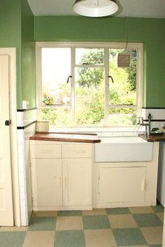 1930s kitchen - wooden drainboards!