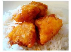 Sweet and Sour Chicken. By far the BEST sweet and sour chicken recipe ever. Literally tastes better than any Chinese restaurant I have ever had sweet n sour chicken at. I Love Food, Good Food, Yummy Food, Huhn Spaghetti, Great Recipes, Favorite Recipes, Sweet N Sour Chicken, Orange Chicken, Le Diner