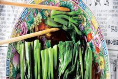 Simple Chinese greens How To Wash Vegetables, Veggies, Chinese Greens, Malaysian Food, Greens Recipe, Vegetable Sides, Vegetarian Meals, I Love Food, Stir Fry
