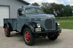 Vintage Pickup Trucks, Antique Trucks, Antique Cars, Vintage Cars, Small Trucks, Cool Trucks, Classic Trucks, Classic Cars, Medium Duty Trucks
