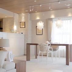 神戸市新築マンションH様邸 ナチュラルシンプル北欧インテリアコーディネート実例 生活感の出にくいシンプルインテリアはお任せください | 株式会社URBAN NEUTRAL Condo Interior Design, Table, Furniture, Muji, House Ideas, Home Decor, Homes, Decoration Home, Houses