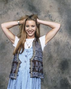Friends - Season 1: News Photo: Lisa Kudrow as Phoebe Buffay #friendsseason1 #lisakudrow #1994