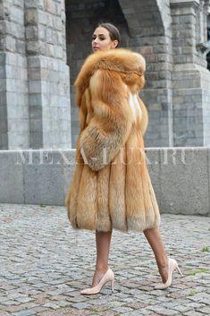 Fall Fashion Trends, Fur Fashion, Fashion Bloggers, Style Fashion, Long Fur Coat, Fox Coat, Fur Clothing, Great Women, Black Blazers