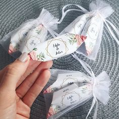 #wedding18082018  Słodkie upominki dla gości 😍  Pyszne krówki z własną etykietą możecie znaleźć u @fabryka_krowek 😍  Polecamy! 🍬  Podoba… Wedding Thank You, Weeding, Bridal Shower, Favors, Dream Wedding, Wedding Inspiration, Gift Wrapping, Birthday, Cards