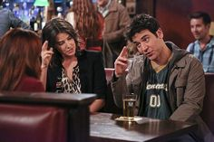How I Met Your Mother - Robin Scherbatsky - Ted Mosby - Smile Robin Scherbatsky, Ted Mosby, How I Met Your Mother, Ted E Robin, Ted Himym, Josh Radnor, Marshall And Lily, Critique Film, Cinema Tv