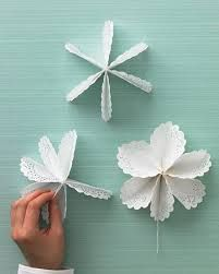52 Ideas diy christmas tree star topper martha stewart for 2019 Paper Doily Crafts, Doilies Crafts, Paper Doilies, Flower Crafts, Diy Flowers, Diy Paper, Paper Crafting, Paper Flowers, Star Tree Topper