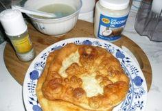 Balatoni lángos fokhagymaszósszal Hungarian Recipes, Hungarian Food, Tortillas, Baguette, Christmas Holidays, Pie, Bread, Breakfast, Desserts