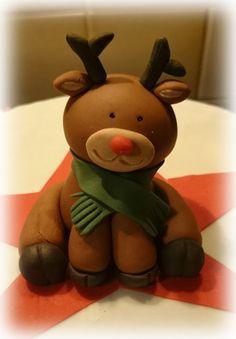 """Diese wunderschöne Torte mit dem Titel: """"Rudolph the Red Nosed Rentier"""" habe ich für eine sehr gute Freundin gemacht. Bestehend aus einem Schokowunderkuchen mit einer Schoko-Sahne-Füllu…"""