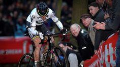 Zolder : victoire de Wout Van Aert - Le Belge Wout Van Aert, champion du monde en titre, a consolidé sa place de leader de la Coupe du monde en remportant la 7e manche de la saison, lundi à Zolder, où il a devancé ses compatriotes Laurens Sweeck et Kevin Pauwels. Chez les dames, la victoire est revenue à la Néerlandais Marianne Vos, devant la Belge Sanne Cant, 2e. - (Eurosport)