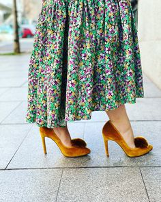 Terciopelo mostaza Velvet Shoes, Fashion, Templates, Moda, Fashion Styles, Fashion Illustrations, Fashion Models