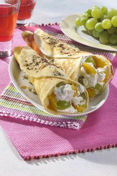 Clătite cu brânză dulce şi struguri - Retete culinare - Romanesti si din Bucataria internationala..crepes with fresh cheese and green grapes